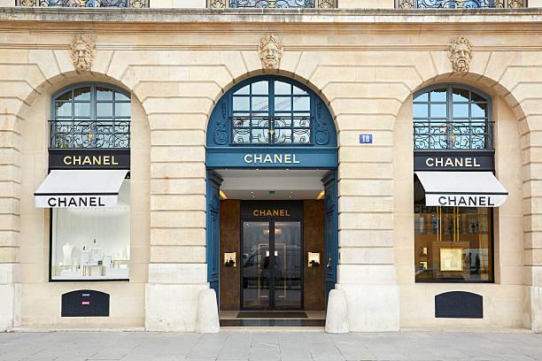 Chanel de compras en plaza Vendome en París - foto de stock