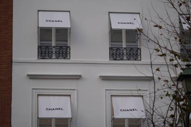 Chanel butiken bildbanksfoto