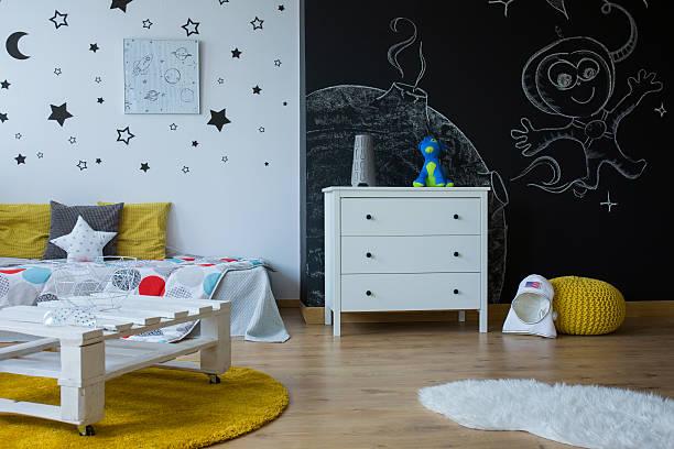 change child room into an outer space - tafel schlafzimmer stock-fotos und bilder