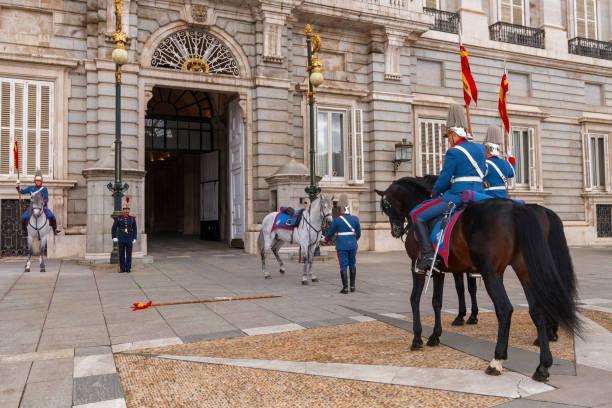 Wechsel der Nationalgarde vor dem Königspalast von Madrid – Foto