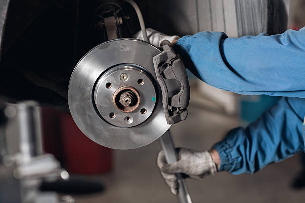 change the old drive to the brand new brake disc - 剎車制 個照片及圖片檔