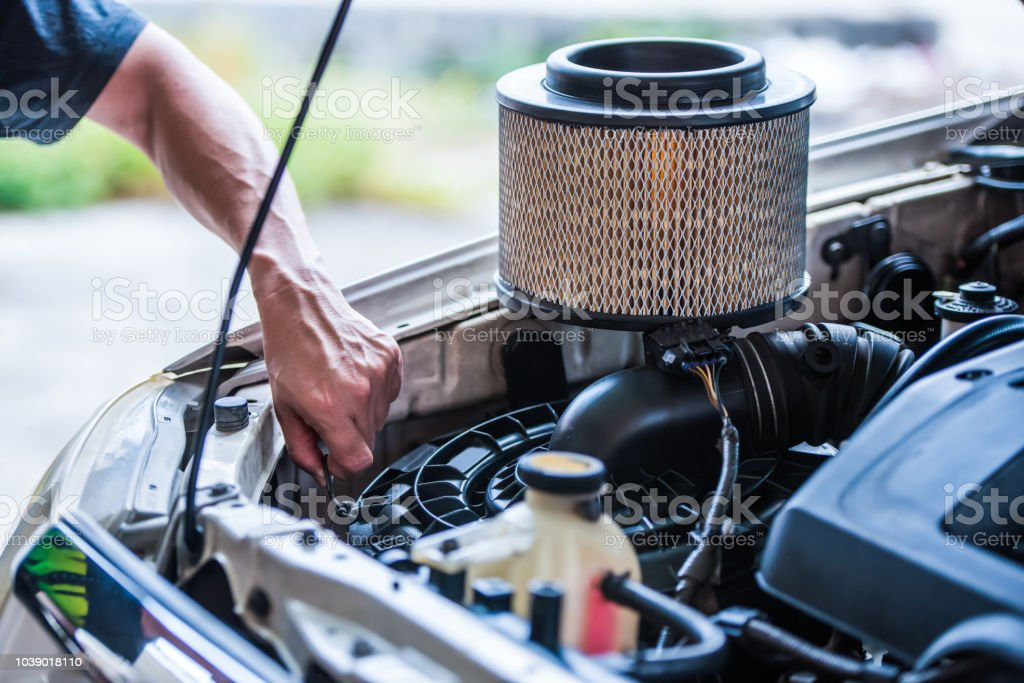 How Often To Change Air Filter In Car >> Changing Cars Air Filter If Drive In A Dusty Area It Will