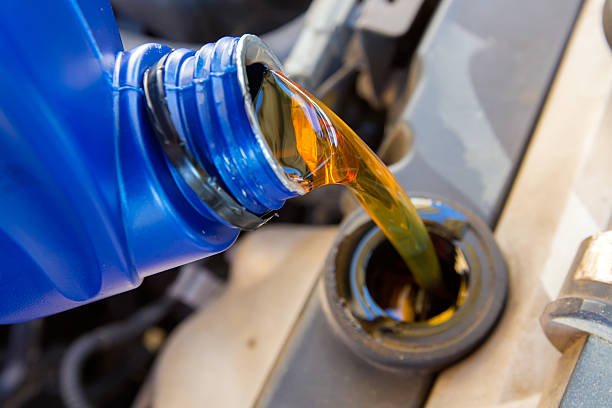 Cambio de aceite de motor - foto de stock