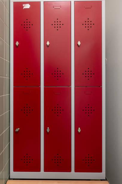 Wechselnde Schließfächer mit roten Türen – Foto