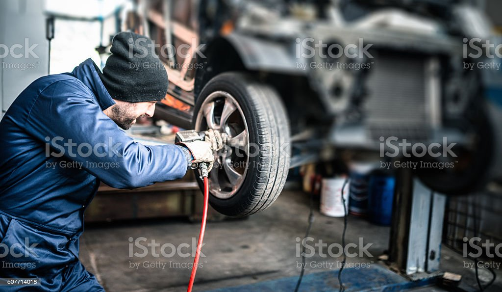 changing the tire​​​ foto
