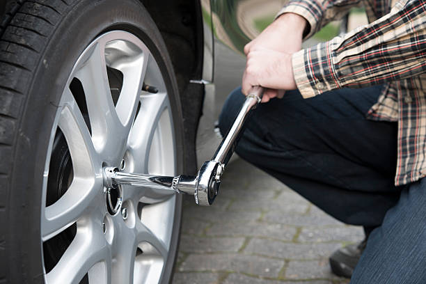 Changing Tires Reifenwechsel Drehmomentschlüssel Changing Tires with a dynamomentric tool. socket wrench stock pictures, royalty-free photos & images