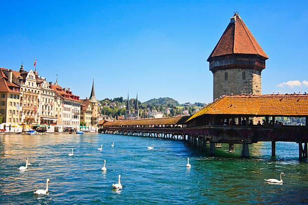 chapel bridge on river reuss, lucerne, switzerland - lucerne stock pictures, royalty-free photos & images