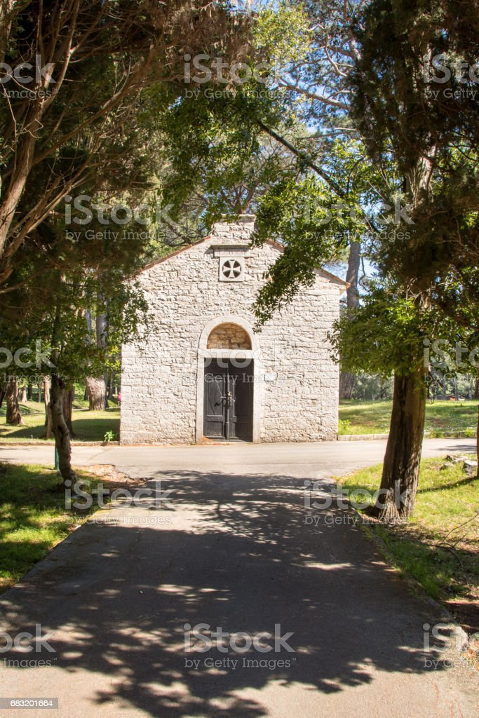 chapel in Brioni national park, Croatia royalty-free 스톡 사진