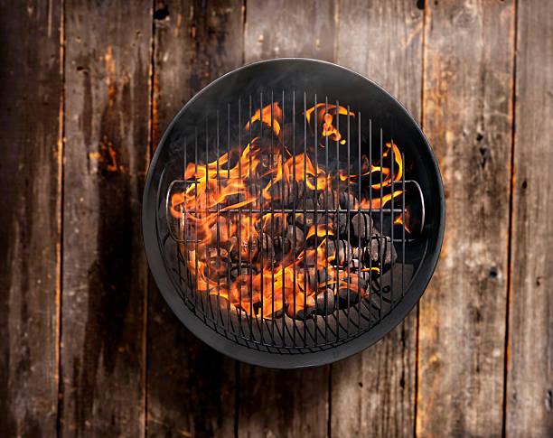 charcoal bbq on a wood deck - wärmeplatte stock-fotos und bilder