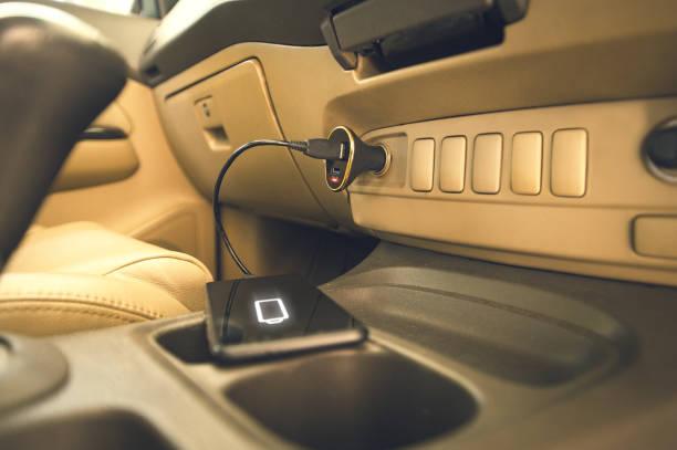 Ladegerät Telefon auf Auto – Foto