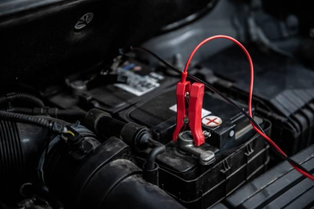 Laden der Autobatterie – Foto