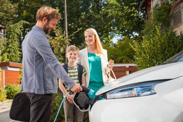 Charging electric car - foto stock
