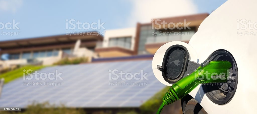 Charging Electric Car - foto stock