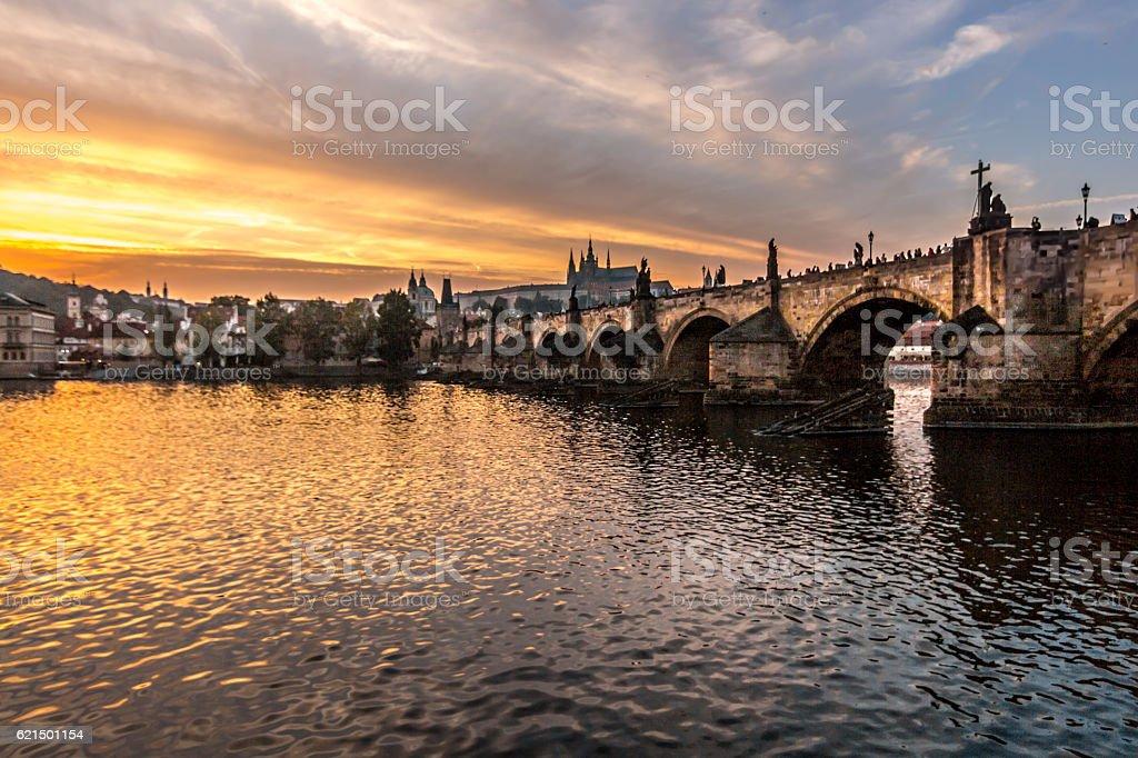 Karlsbrücke und Prager Burg von Lavka Lizenzfreies stock-foto