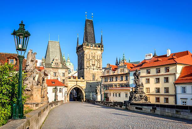 ponte charles, praga, república tcheca - praga boémia - fotografias e filmes do acervo