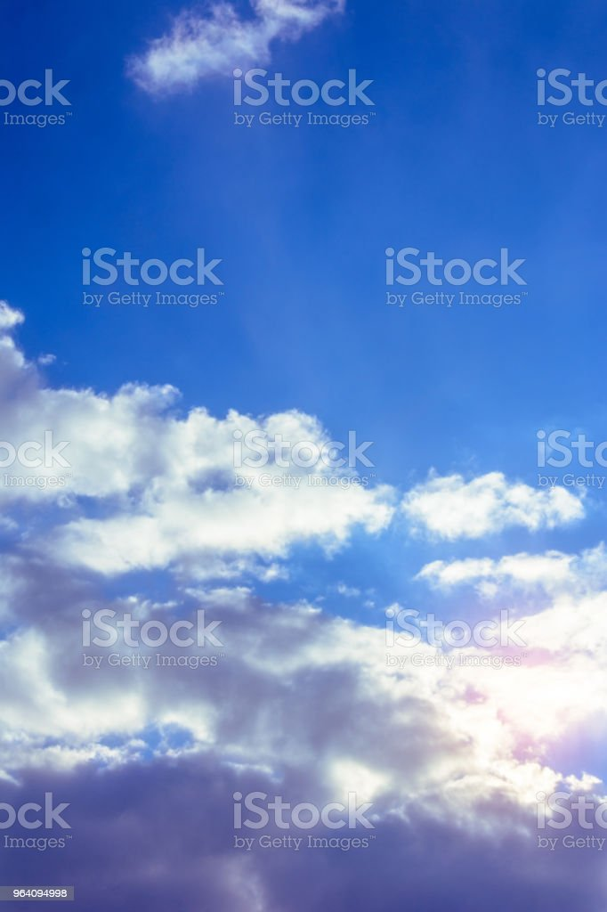 A charming blue sky with amazing fabulous clouds floating around it - Royalty-free Beauty Stock Photo