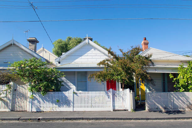 charming bungalow homes with white picket fence. - melbourne australia foto e immagini stock