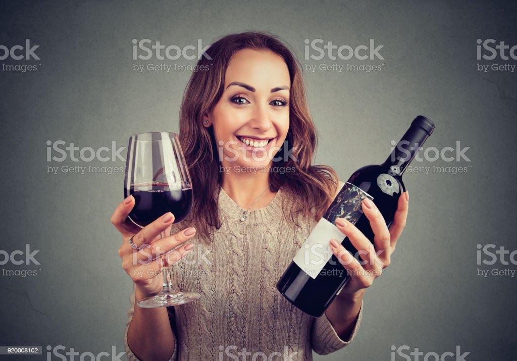 Charmante Mädchen genießen köstliche Weine – Foto