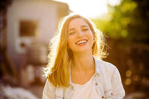 魅力的な笑顔の女の子 ストックフォト