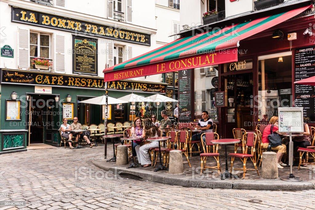 Charmant restaurant Le Consulat sur la colline de Montmartre. Paris, France - Photo de Architecture libre de droits