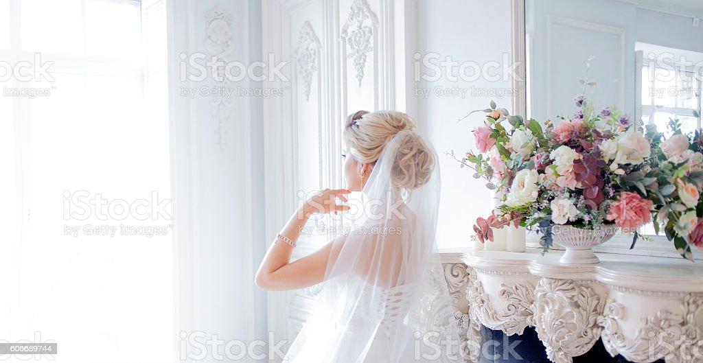 Charming young bride in luxurious wedding dress. Pretty girl, photo - foto de stock