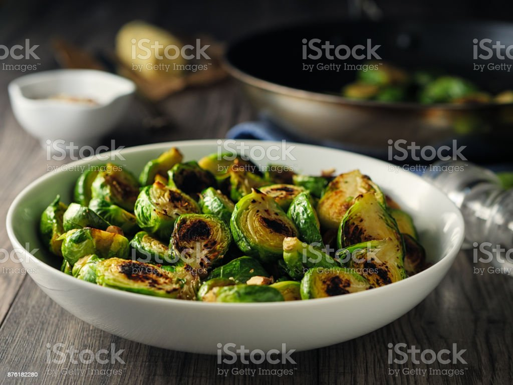 Charred sprouts with spicy herb butter and fine chopped hazelnuts – zdjęcie