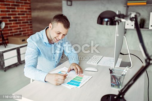 1053499704 istock photo Charts are my passion 1161015761