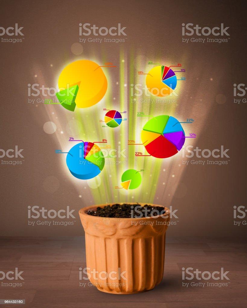 Grafieken uit bloempot voortvloeiende - Royalty-free Aardewerk Stockfoto