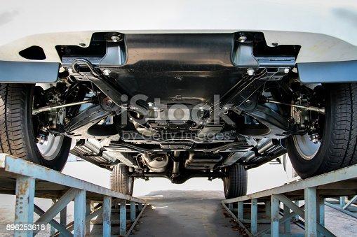 Fotografía de Coche De Chasis Suspensión Camioneta En Soporte De ...