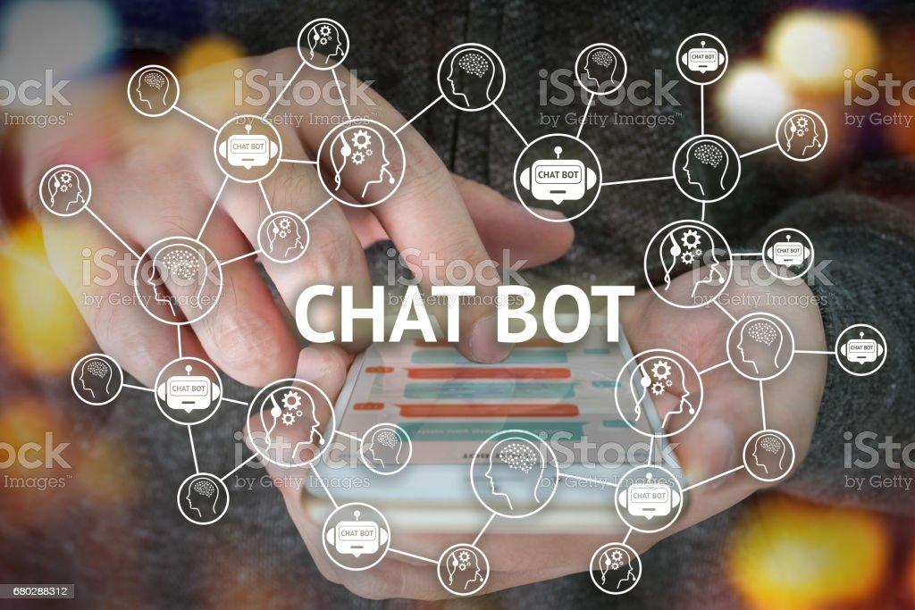 Chat-Bot und zukünftige marketing-Konzept, Chatbot verbinden Symbole mit Hand Handy und Symbole Popup, Smartphone-Bildschirm. – Foto
