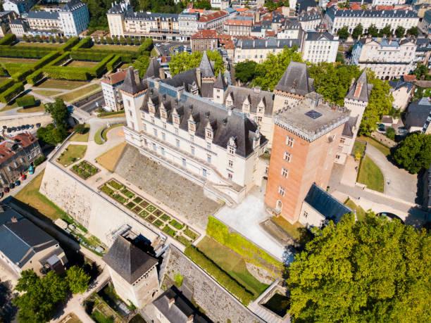 chateau de pau castle, fransa - bearn stok fotoğraflar ve resimler