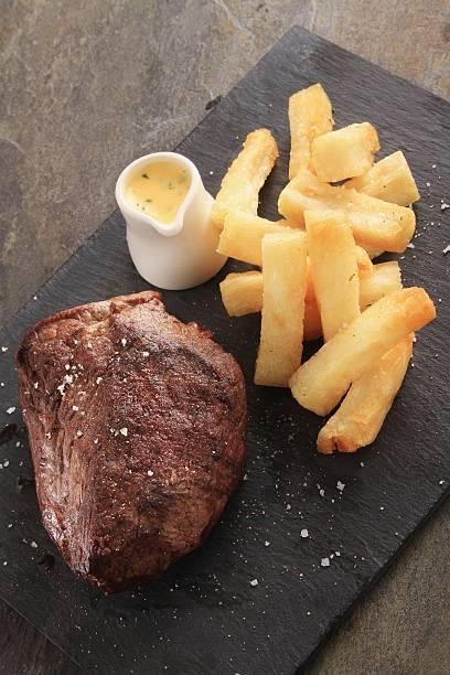 chateaubriand-steak mit pommes frites - sauce bernaise stock-fotos und bilder