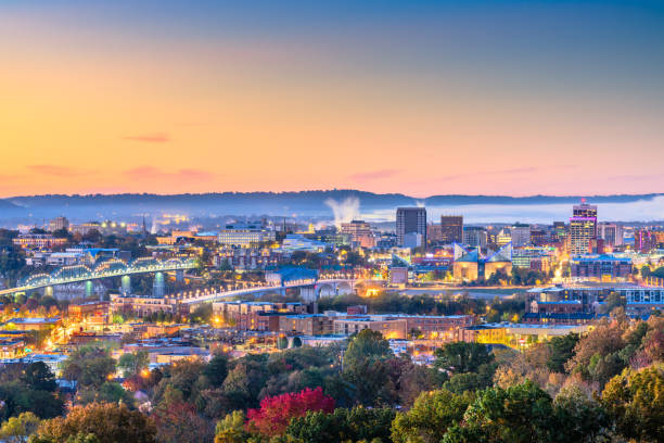 Chattanooga, Tennessee, USA downtown city skyline at dusk Chattanooga, Tennessee, USA downtown city skyline at dusk. chattanooga stock pictures, royalty-free photos & images