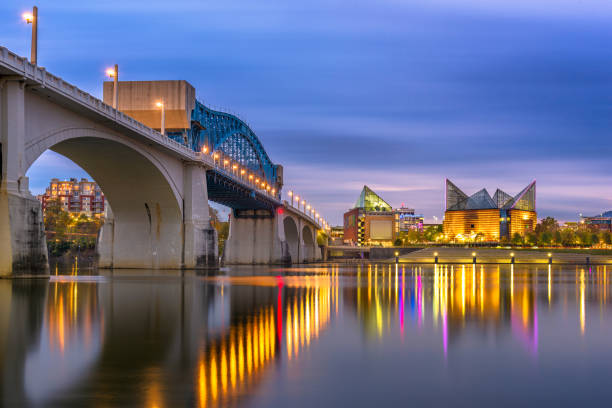 Chattanooga, Tennessee, USA Skyline Chattanooga, Tennessee, USA downtown skyline on the Tennessee River at dusk. chattanooga stock pictures, royalty-free photos & images