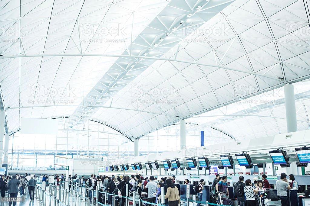 O Check-In no Aeroporto Internacional de Hong Kong - foto de acervo