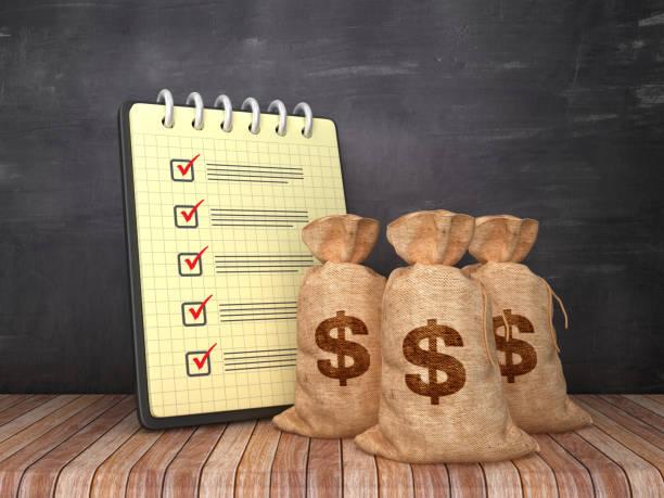 check list note pad mit dollar money sacks auf chalkboard-hintergrund-3d-rendering - bankhaken stock-fotos und bilder
