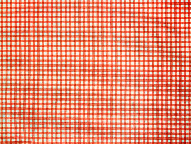 kariertes tischtuch (klicken sie hier, um weitere informationen - roten küchentische stock-fotos und bilder
