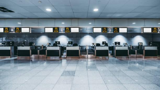check-in area of a modern airport - lotnisko zdjęcia i obrazy z banku zdjęć