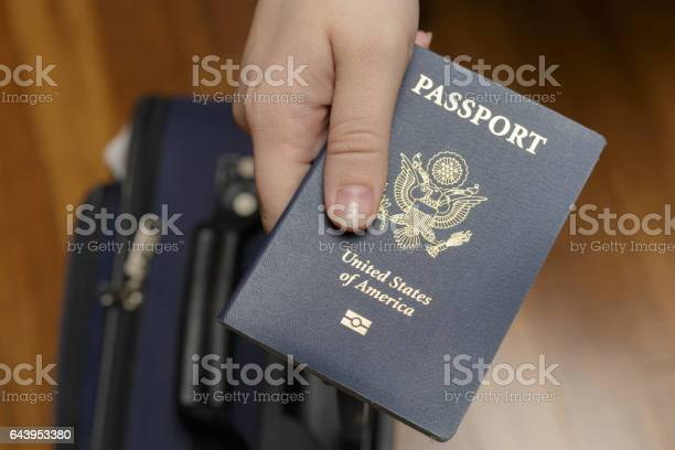 Checking in at airport picture id643953380?b=1&k=6&m=643953380&s=612x612&h=bptvybijszvk4v4u3fvzek4zyfxxijuge1tp1nlgfuk=