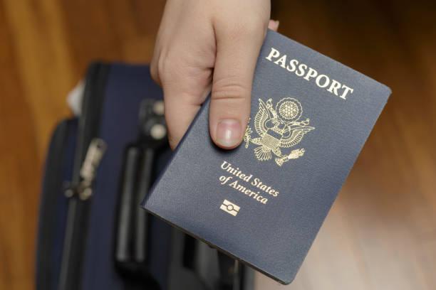 Check-in en el aeropuerto - foto de stock
