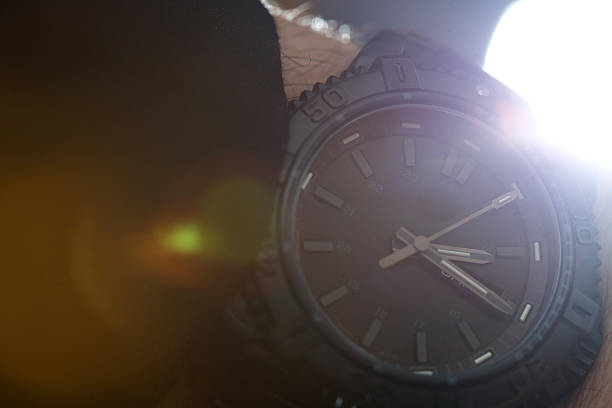 überprüfung zeit - q q armbanduhr stock-fotos und bilder
