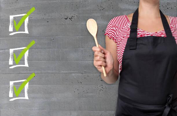 checkliste konzept ist von cook dargestellt. - menüplanung vorlagen stock-fotos und bilder