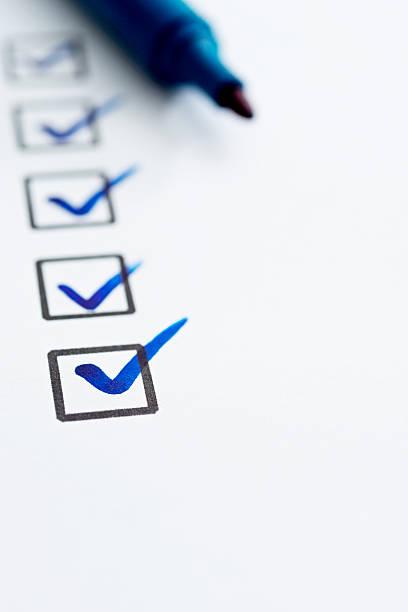 checkliste mit häkchen - checkliste stock-fotos und bilder