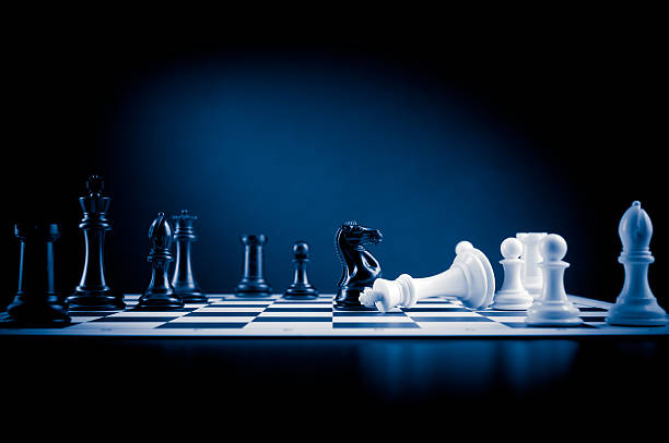 Karotime sich auf der Schachbrett in Blau, weiß besiegt mit king-Size-Bett – Foto