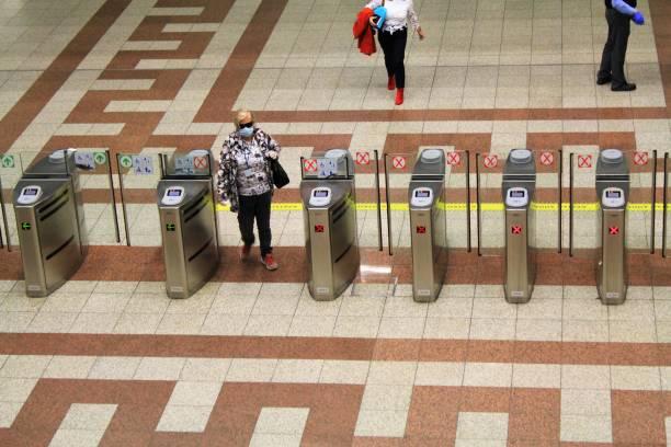 Point de contrôle à la station de métro Syntagma - Photo