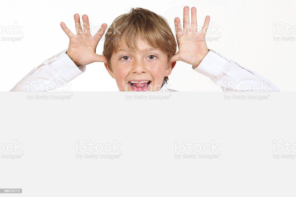 Cheeky ragazzo e pubblicità bordo. foto stock royalty-free