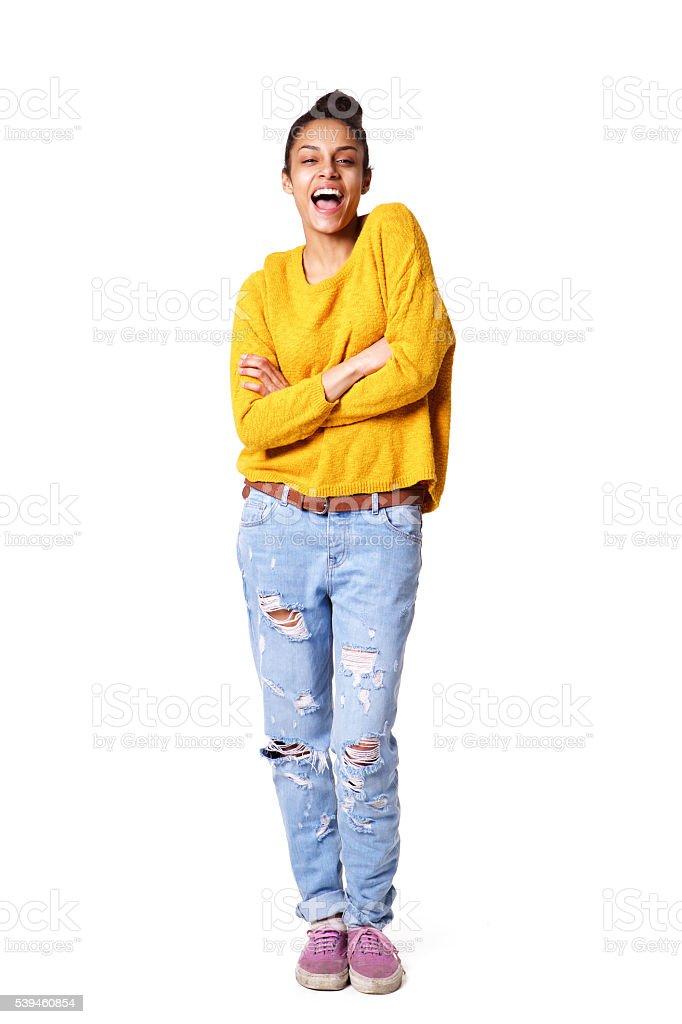 Веселый Африканская девочка с скрещенные руки стоковое фото