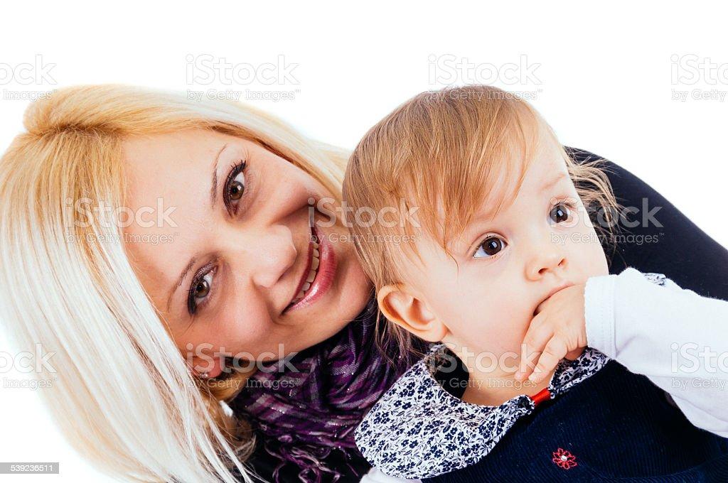 Alegre rubia madre con bebé niña sobre fondo aislado foto de stock libre de derechos