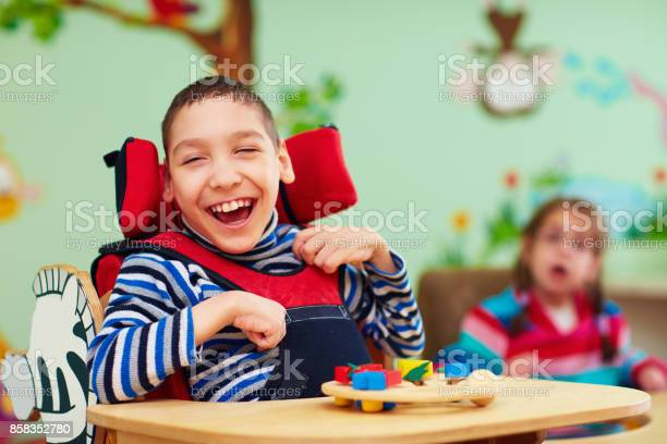 Cheerful Boy With Disability At Rehabilitation Center For Kids With Special Needs - Fotografias de stock e mais imagens de Acesso para deficientes