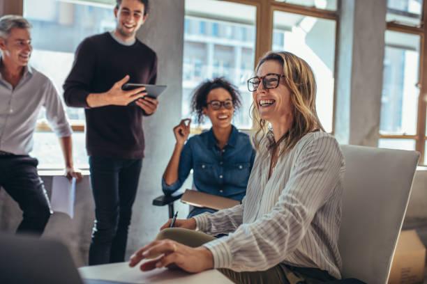 cheerful business team during a meeting - coinvolgimento dei dipendenti foto e immagini stock